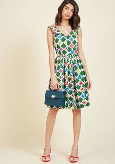 <p>If you're rarin' to rock something retro, then this cotton dress will rile you up! Offered by hard-to-find British brand Emily and Fin, this pocketed midi dress uses a collared V-neckline, plentifully pleated waistline, and colorful diamond-and-flower garden pattern to add oomph to your afternoon.</p>