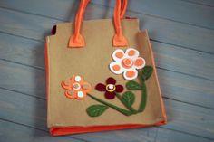 Çiçekli çantamızın fiyatı 25 TL dir. dilediğiniz her renk ve boyutta yapılabilmektedir. sipariş için : gzdeabay@hotmail.com dan benimle irtibata geçiniz :) Kapıda ödeme seçeneği mevcuttur.
