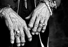 Una imagen vale más que mil palabras. Esta foto muestra las manos de Keith Richards el guitarrista de los Rolling Stones, donde se nota claramente la artritis que padece, después de casi 50 años de actividad, obviamente siendo uno de los mejores.