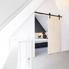 Vintage Room and Retro: Tips, Decor and Photos! - Home Fashion Trend Attic Bedroom Small, Attic Bedroom Designs, Attic Bedrooms, Attic Loft, Loft Room, Home Bedroom, Deco Studio, New Room, Cheap Home Decor