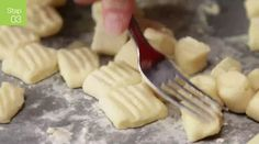 Pasta Recipes, Dinner Recipes, Italian Recipes, Mashed Potatoes, Cheese, Tableware, Ethnic Recipes, Pesto Recept, Food Food