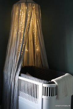 Den perfekte lyskæde til en sengehimmel - It's Fashion, Baby! Baby Bedroom, Baby Boy Rooms, Baby Room Decor, Nursery Room, Baby Boys, Kids Bedroom, Baby Room Design, Nursery Design, Baby In Pumpkin