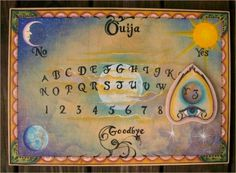 Ouija Board with spooky letters and celestial design. Halloween Iii, Holidays Halloween, Scary Halloween, Halloween Projects, Vintage Halloween, Wiccan, Magick, Witchcraft, Witch Board