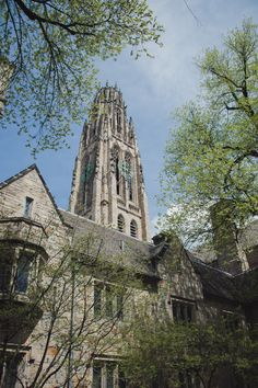 Harkness Tower at Yale University. Love the gothic architecture! See more of Yale's campus at simplylovebirds.com.
