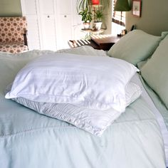 How to Wash and Naturally Whiten Dingy Pillows