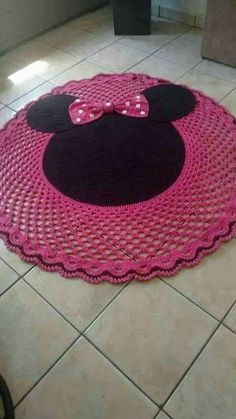 This Pin was discovered by Pam Crochet Doily Rug, Crochet Rug Patterns, Crochet Carpet, Crochet Motifs, Crochet Home, Crochet Crafts, Crochet Projects, Knit Crochet, Crochet Pillow