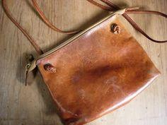 こんなに使い込んだバッグには、まさにプライスレスな 価値が生まれます。 いつでもどこでも一緒の相棒♪