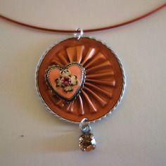 Ras de cou en capsule de café nespresso recyclée rose saumon avec coeur en metal rose et un strass rose