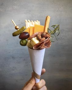 Individual Appetizers, Appetizers For Party, Appetizer Recipes, Charcuterie And Cheese Board, Charcuterie Platter, Cheese Boards, Party Food Platters, Party Food Boxes, Tasty