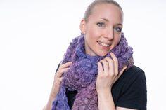 langer lila gestrickter Schal von StrickshopKreationen auf Etsy Etsy, Fashion, Lilac, Yellow Scarves, Grey Scarf, Scarf Knit, Moda, La Mode, Fasion