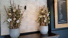 Decoratie gemaakt met decoratietakken ( brocante stammen) en zijde bloemen, Onderhoudsvriendelijk www.decoratiestyling.nl Buffet, Brunch, Plants, Plant, Buffets, Planting, Planets, Brunch Party