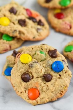 This is the best Monster Cookie Recipe!These Monster Cookies are made with just about everything you can think of peanut butter oats chocolate chips M&M's and they are completely delicious! Oreo Dessert, Mini Desserts, The Best Monster Cookie Recipe, Cookie Monster, Crackers, Cookie Recipes, Dessert Recipes, Pie Recipes, Dessert Ideas