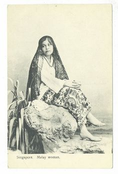 Photos of Malay Women from early century and before Old Pictures, Old Photos, Vintage Photos, Traditional Fashion, Traditional Outfits, Wedding Photography Poses, Creative Photography, History Of Malaysia, Filipino Culture