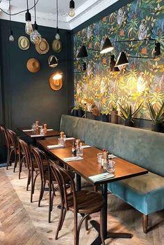Une véritable invitation au voyage c'est ce que vous propose le restaurant @locolocarennes !  Café, resto, bar à tapas, venez déguster à toute heure de la journée des spécialités venues de La Havane, Lisbonne et Buenos Aires #Chaise_Bistrot #Banquette_Liss #Pietement_Pétale #plateau_Eugene #mobilier #beautiful #design #style #restaurant #green #vauzelle_ligne #follow #comfort #modern #indoor #fashion #travel #new #instagood #photooftheday #nature #jungle#plant #graphicdesign #hat #wood