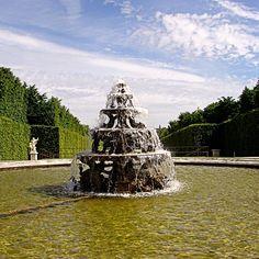 #decouvrezparis #versailles #versaillespalace #instafrance #visitfrance #parisselection #pariscartepostale #instaparis #picoftheday #instaversailles #chateau #chateaudeversailles #versaillesgardens #fontaine #instalike #instagood #art #sculpture #louis14 #lenotre #jardin #milenaguideparis #travel #instatravel #discoverfrance