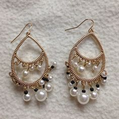 Gold and Pearl Drop Earrings NEW New- never worn  Trades, Holds or Paypal ✅Making offers via the offer button only ✅20% + discount on bundles ✅New items added weekly ✅Treat included in all bundles  Jewelry Earrings