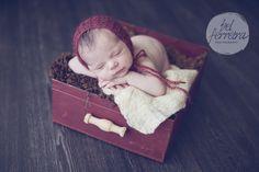 Gavetinha de ferro com alça de madeira para sessão newborn
