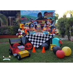 No hay descripción de la foto disponible. Race Car Birthday, Race Car Party, Mickey Mouse Clubhouse Birthday, Baby First Birthday, Car Themed Parties, Cars Birthday Parties, Mickey Party, Mickey And Friends, Baby Party