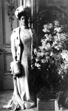 Empress Alexandra Feodorovna of Russia with her love of lilacs.A♥W