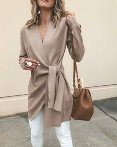 Solid Color V-Neck Casual Outerwear Sweater : Trajes de Moda Fashion Blogger Style, Fashion Mode, Fashion Bloggers, Fashion Stores, Fashion Websites, Fashion Online, Mode Outfits, Fall Work Outfits, Outfit Work