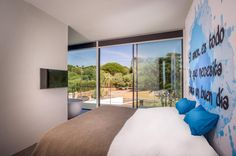 B-TOO has been able to contribute to the interior design of this beautifully designed villa by architects. Photography: Carlos & The post Villa Spain appeared first on HOOG.design - Exclusive living inspiration in the United Kingdom. Villa Design, House Design, Outdoor Lounge, Spanish Bedroom, Decor Home Living Room, Home Decor, Spanish Interior, 100 M2, Interior Architecture