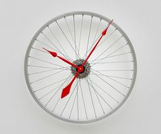 Creative Ways to Repurpose & Reuse Old Stuff Bike wheel clock. and 30 Creative Ways to Repurpose & Reuse Old Stuff Bicycle Clock, Old Bicycle, Bicycle Wheel, Do It Yourself Inspiration, Cool Clocks, Repurposed Items, Diy Projects To Try, Decoration, Reuse
