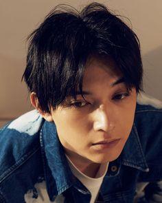 "NYLON JAPAN on Instagram: ""繊細な美の下に潜む、武骨な男らしさ。不器用に、強く、優しく生きるその姿は、まるで映画『レオン』の孤高のヒーロー。吉沢亮のワイルドサイドが、今開かれる。 august issue You are the one model #ryoyoshizawa jacket…"" Male Beauty, Asian Beauty, Ryo Yoshizawa, Korea Boy, Japanese Boy, Acting, It Cast, Guys, Celebrities"