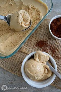 Helado de café con solo 4 ingredientes y que no necesita máquina de helados. Queda delicioso y muy cremoso! Te va a encantar esta receta.