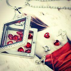 Cand citim cand ne scriem povestea cu pandantivele 'Memories' by Bijuterra! #bijuterra #bijuterraro #bijuterii #bijuteriicupoveste #pandantiveinox #memories #cadoulperfect #rosu #bijuteriipersonalizate