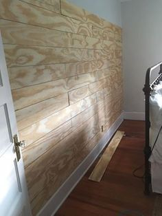 Home Interior Salas Learn how to make an easy diy shiplap wall with this tutorial. Use plywood to make it the inexpensive way.Home Interior Salas Learn how to make an easy diy shiplap wall with this tutorial. Use plywood to make it the inexpensive way. Home Renovation, Home Remodeling, Cheap Home Decor, Diy Home Decor, Mur Diy, Plank Walls, Ship Lap Walls, Diy Home Improvement, My New Room