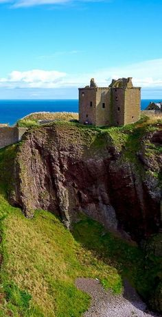 Dunnottar Castle - a ruined Medieval fortress in the Aberdeenshire area of Scotland. | 19 Reasons Why Scotland Must Be on Your Bucket List. Amazing no. #12