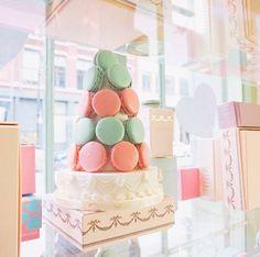 LADUREE - macarons #laduree #macarons #mint #interior #cafe #franch #bakery #patisseries #baking #businesstrip #amont #마카롱