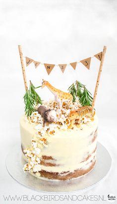 Use of popcorn to decorate cake Jungle Birthday Cakes, Animal Birthday Cakes, Spongebob Birthday Party, Baby Boy 1st Birthday Party, Jungle Cake, First Birthday Cakes, Safari Cakes, Maila, Drip Cakes