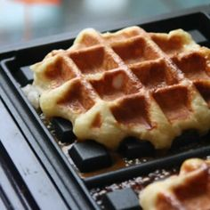 Homemade Recipe 72968 Liège waffles with thermomix. I offer a recipe for Liège waffles, simple and easy to prepare at home using thermomix. Biscotti, Crepes, Dessert Thermomix, Waffles, Best Pancake Recipe, Pancake Recipes, Belgian Food, Summer Dessert Recipes, Cooking Chef
