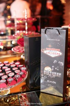 Chá Bar – Decoração Temática de Las Vegas Vegas Party, Casino Party, Casino Theme, Tema Las Vegas, Cha Bar, 21st Birthday, Halloween, Casino Party Decorations, Las Vegas Party