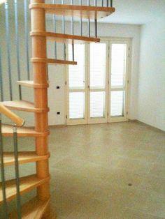 #appartamento nuova costruzione #marinadimassa A92 #soggiorno #scala #chiocciola