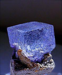 Fluorite, pedra de protecção e estabilizadora, harmoniza a energia espiritual…