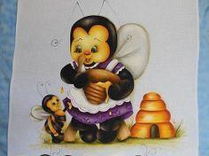 Abelha saboreando mel - teruko artesanato