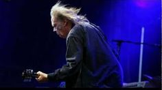 Neil Young Rockin'In The Free World(New Sound)Live From Hyde Park 27th June 2009 - YouTube