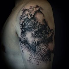 Unique Pirate Map Tattoo On Man Left Shoulder Latest Tattoos, New Tattoos, Tattoos For Guys, Tatoos, World Map Tattoos, Body Art Tattoos, Horse Tattoos, Pirate Map Tattoo, Karten Tattoos