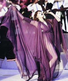 Because that's what music is about these days, a bunch of Sluts & a touch of Soul. Couture Fashion, Fashion Art, Florence Welch Style, Florence The Machines, Winter Skirt Outfit, Southern Gothic, Celebs, Celebrities, Lady