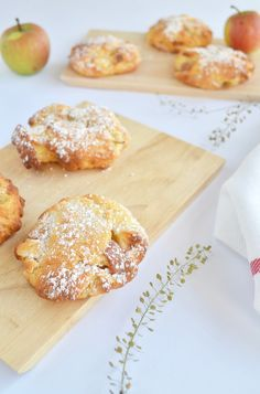 Schnelle Apfel-Taler - Welcome to our website, We hope you are satisfied with the content we of - Water Recipes, Detox Recipes, Detox Breakfast, Breakfast Recipes, German Baking, Barbie Cake, French Food, Food Videos, Clean Eating