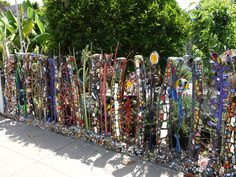 Society Adventures: The Mosaic Tile House of Venice Beach - Atlas Obscura Mosaic Garden Art, Mosaic Art, Mosaic Glass, Mosaic Tiles, Stained Glass, Glass Art, Pebble Mosaic, Mosaic Crafts, Mosaic Projects