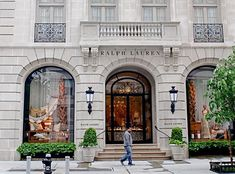 NYC ♥ NYC: Ralph Lauren Flagship Store: Palatial Homes Turned Retail Palaces on the Upper East Side de modelos de ventanas Villa, Ralph Lauren Shop, Luxury Store, Candle Accessories, Upper East Side, Classic Architecture, Facade House, Classic House, Store Fronts