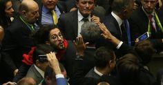 Após cuspe, partido de Bolsonaro vai entrar com representação contra Jean Wyllys