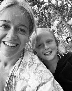 """Ebba Kleberg von Sydow on Instagram: """"Kvällsdoppselfie med denna fantastiska lilla stora person som är vår dotter. Att få vara hennes mamma ändå ❤️ Mitt i ett jobbsamtal…"""" Mamma, Persona, Couple Photos, Couples, Instagram, Couple Shots, Couple Photography, Couple, Couple Pictures"""
