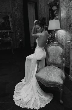 We've put together a list of 15 backless wedding dresses and gowns for the bride that wants to make a statement on her big day. Wedding Images, Wedding Pics, Chic Wedding, Wedding Things, Wedding Table, Perfect Wedding, Rustic Wedding, Wedding Stuff, White Wedding Dresses