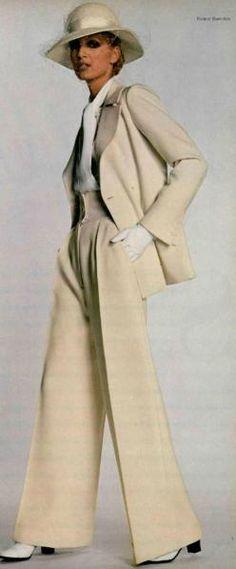 Yves Saint Laurent, 1970 Le tailleur-pantalon pour dames : cest lui !