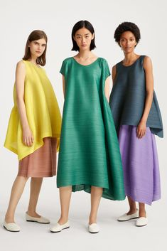 These clothes combine beauty with functionality: they're light and wrinkle-proof, they don't need to be dry-cleaned, and they can be folded to a compact size for easy storage and carrying. Dress Alterations, Jumpsuit Pattern, Draped Dress, Couture, Issey Miyake, Fashion Outfits, Womens Fashion, Fashion Fashion, Colorful Fashion