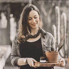 💚 Sending good vibes 💚 • Mindig lenyűgözött a természet jósága, melyet igyekszem a gyertyákban is visszaadni. Tiszta illatok, 100% növényi…